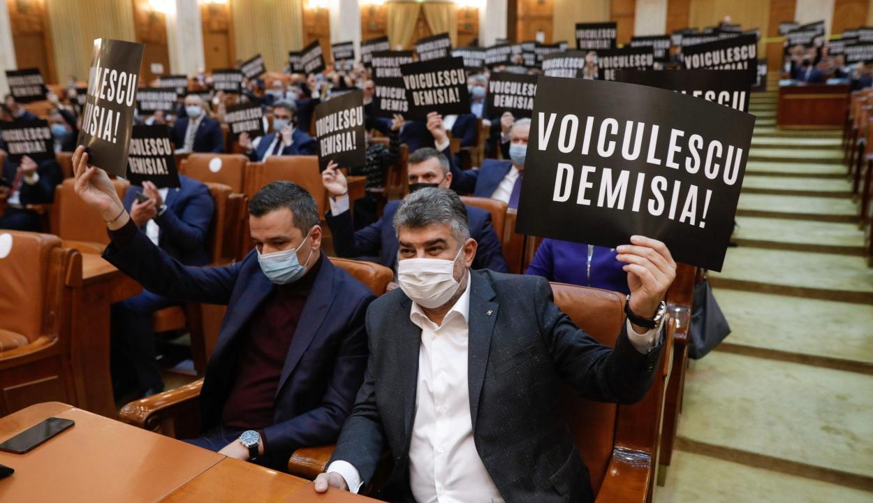 Az új hatalom és ellenzék politikai csatározása jegyében kezdődött a parlament első ülésszaka