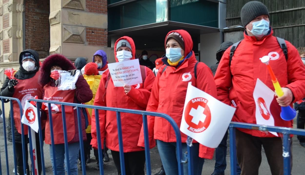 Sztrájkőrséget tart hétfőn a Sanitas a pénzügyi tárca és a parlament előtt