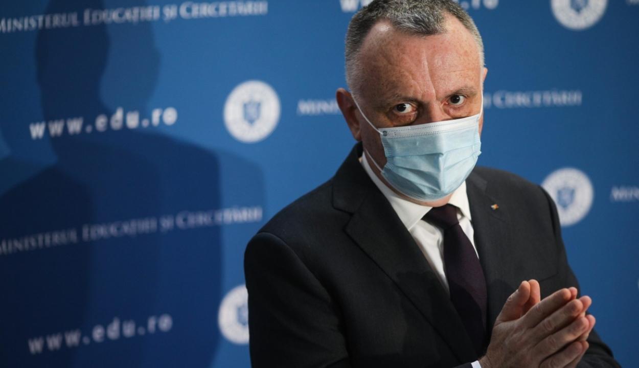 Tanügyminiszter: a tanárok fele megkapta a koronavírus elleni védőoltást