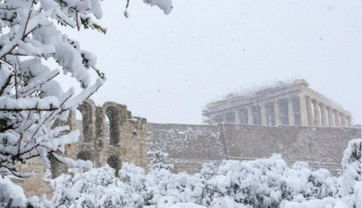 30 centi hó borítja Athént