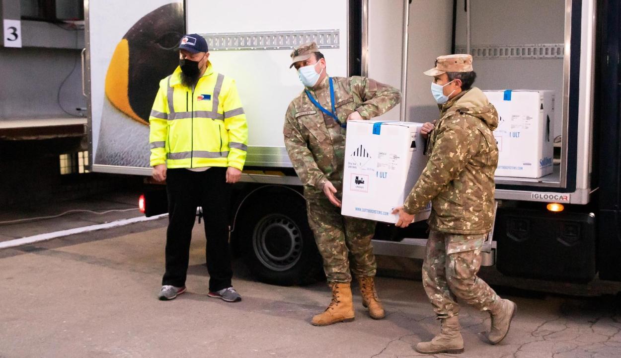 Hétfőn 214.110 adag Pfizer-BioNTech oltás érkezik Romániába
