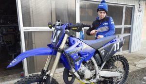 Ördög Zoltán motorbiciklijével a garázs előtt pár nappal a tűzeset előtt