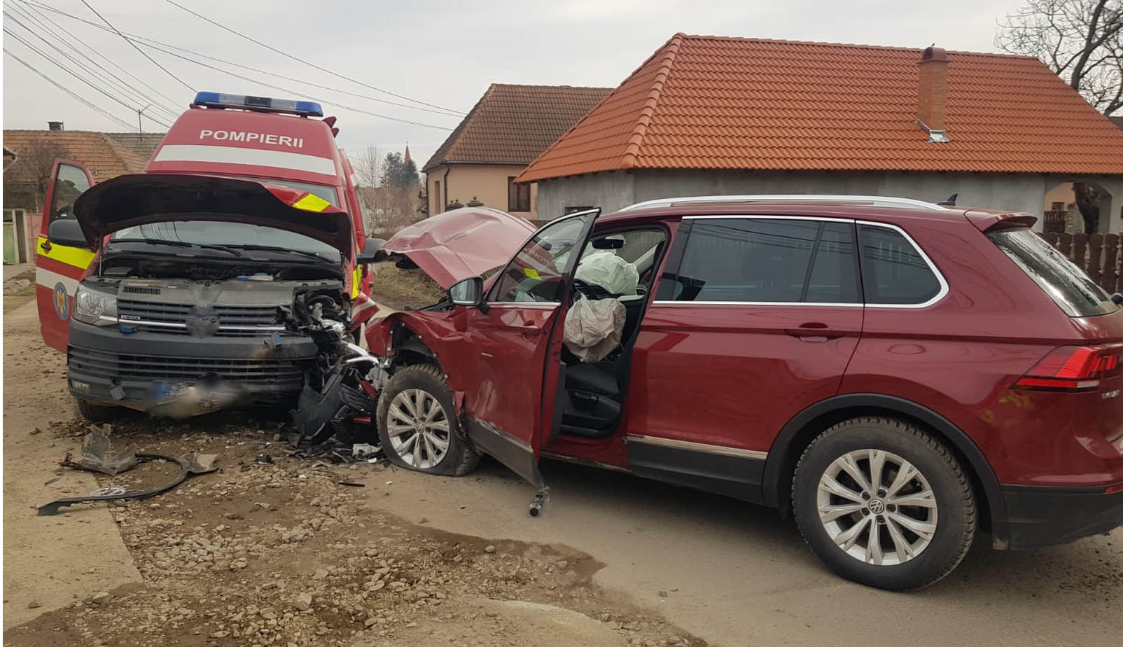Bevetésre igyekvő rohammentő balesetezett Kökösnél