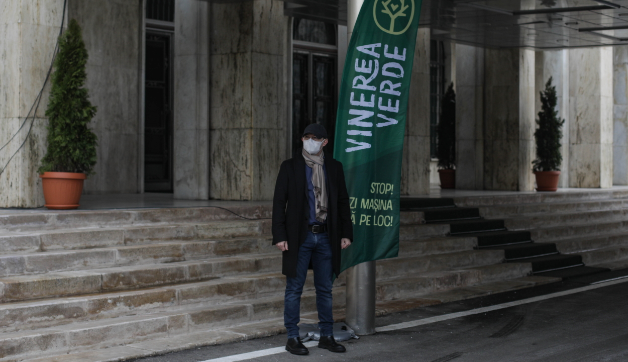 Zöld Péntek: gyalog ment a Victoria palotába Florin Cîţu miniszterelnök