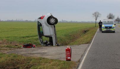 Bizarr balesetet szenvedett egy 81 éves német sofőr