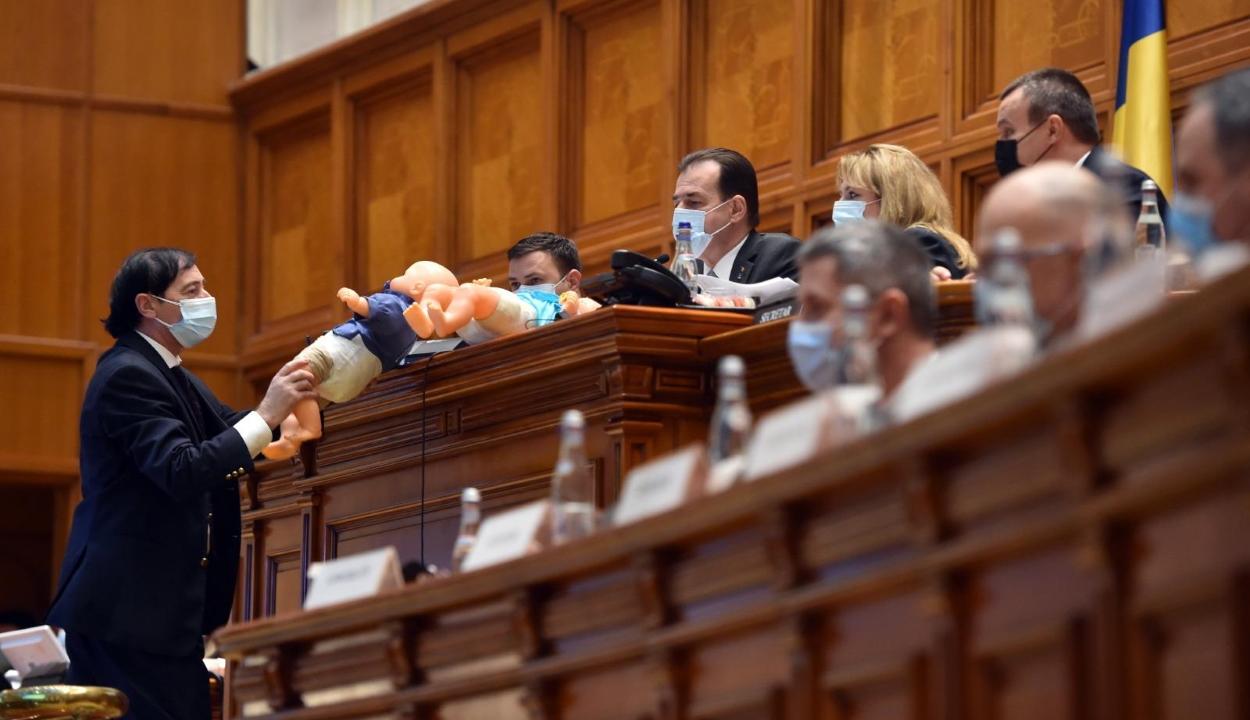 Megszavazta cikkelyenként a parlament plénuma a költségvetési törvény tervezetét