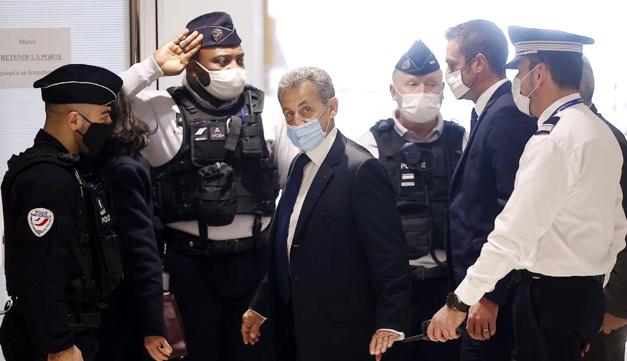 Börtönbüntetésre ítélték Nicolas Sarkozy volt francia elnököt
