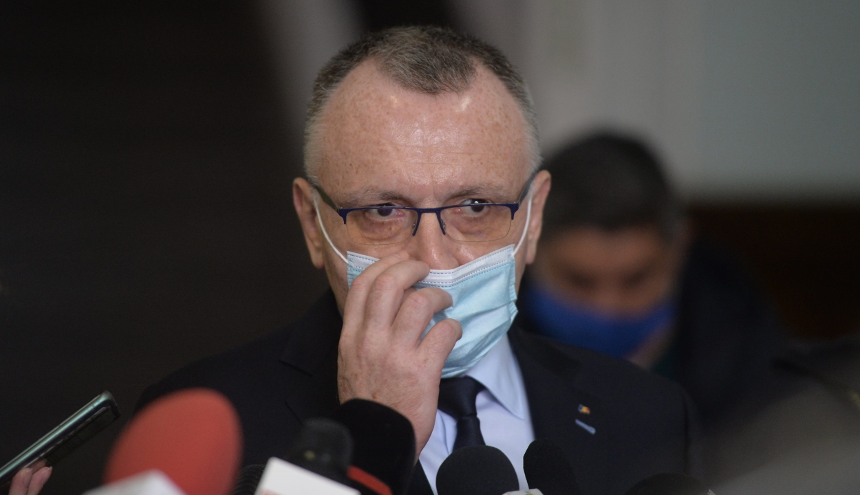 Oktatási miniszter: két héttel tovább tart a második félév