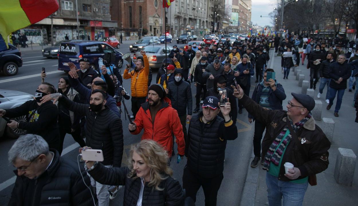 Belügyminisztérium: 1200 bírságot szabtak ki a tüntetőkre