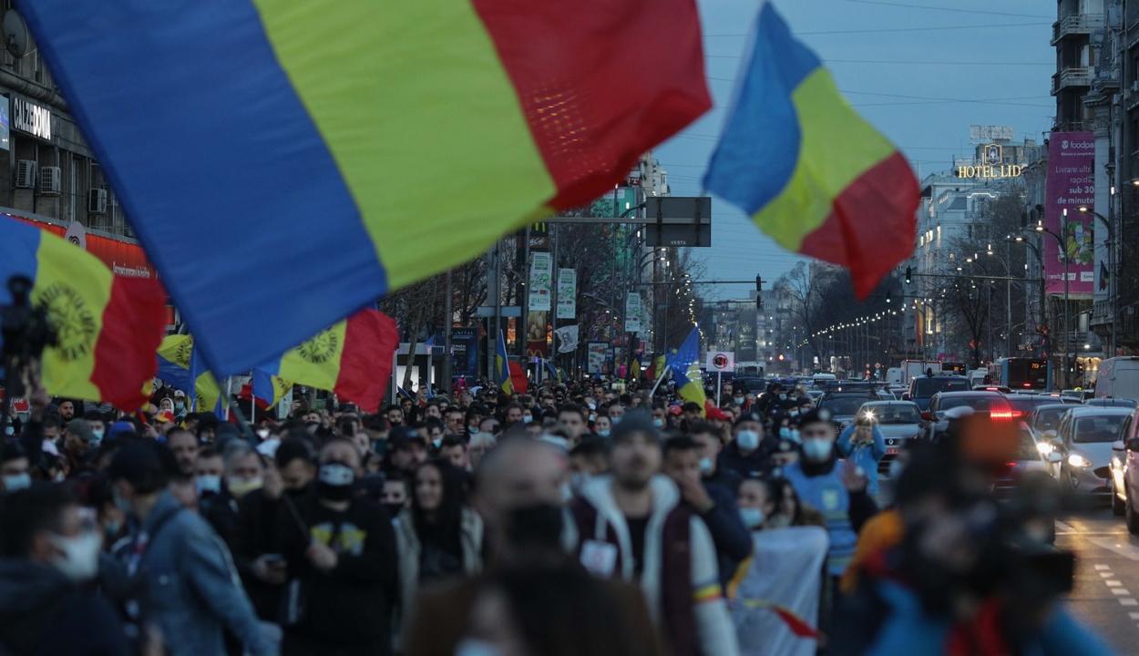 Bukarestben és az ország több városában tüntettek a korlátozások ellen