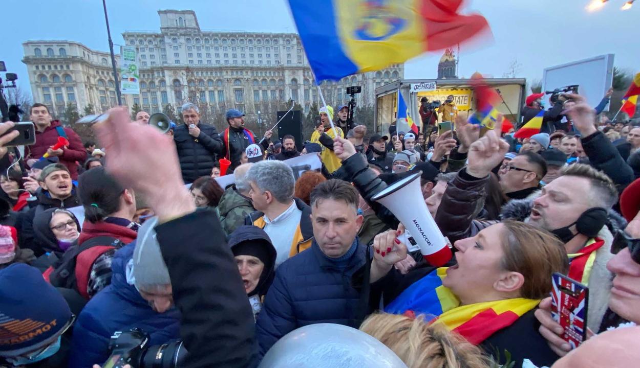 Több városban is tüntettek a járványügyi korlátozások ellen