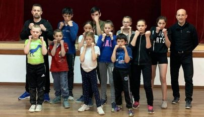 Fiúk és lányok is bokszolnak