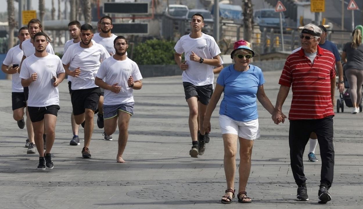 Már nem kötelező a maszk szabadtéren Izraelben