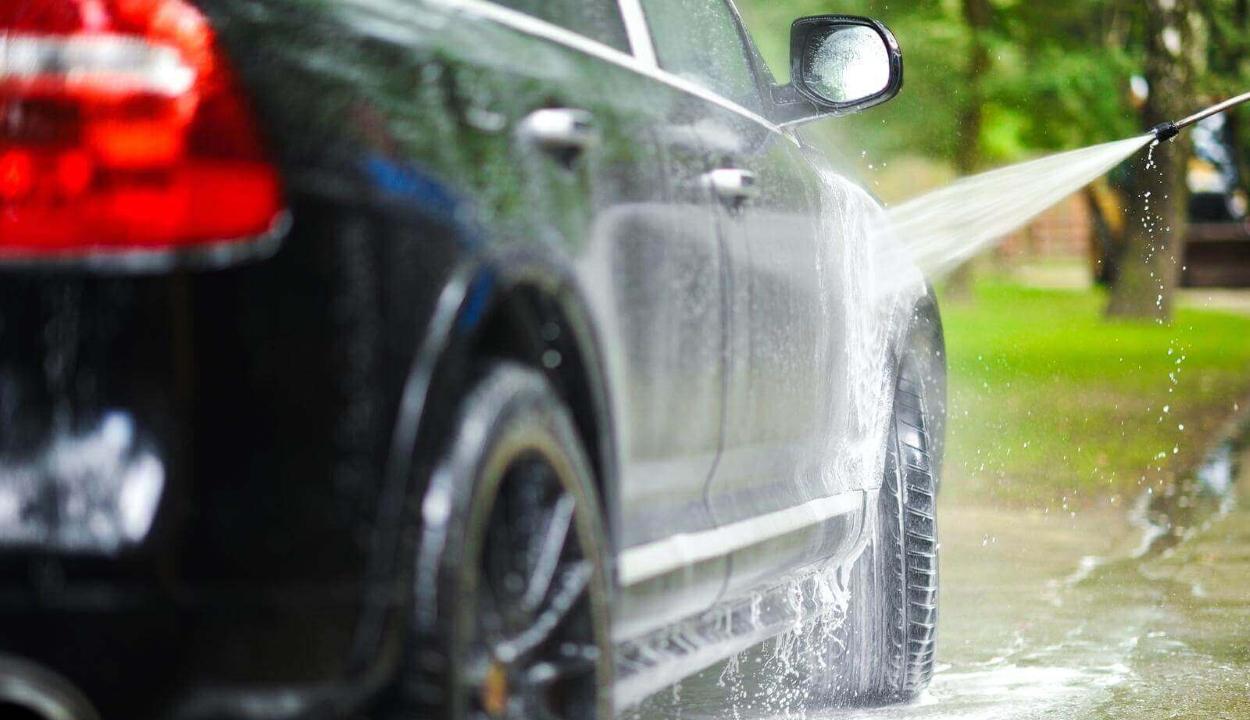 Felmérés: a járművezetők fele akkor mossa meg autóját, amikor már nagyon koszos