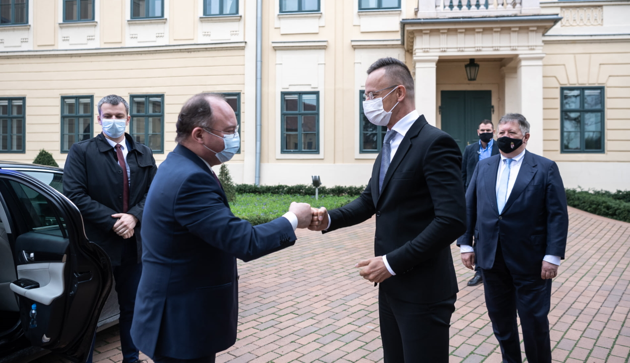Szijjártó: új fejezet nyílik a magyar-román kapcsolatokban