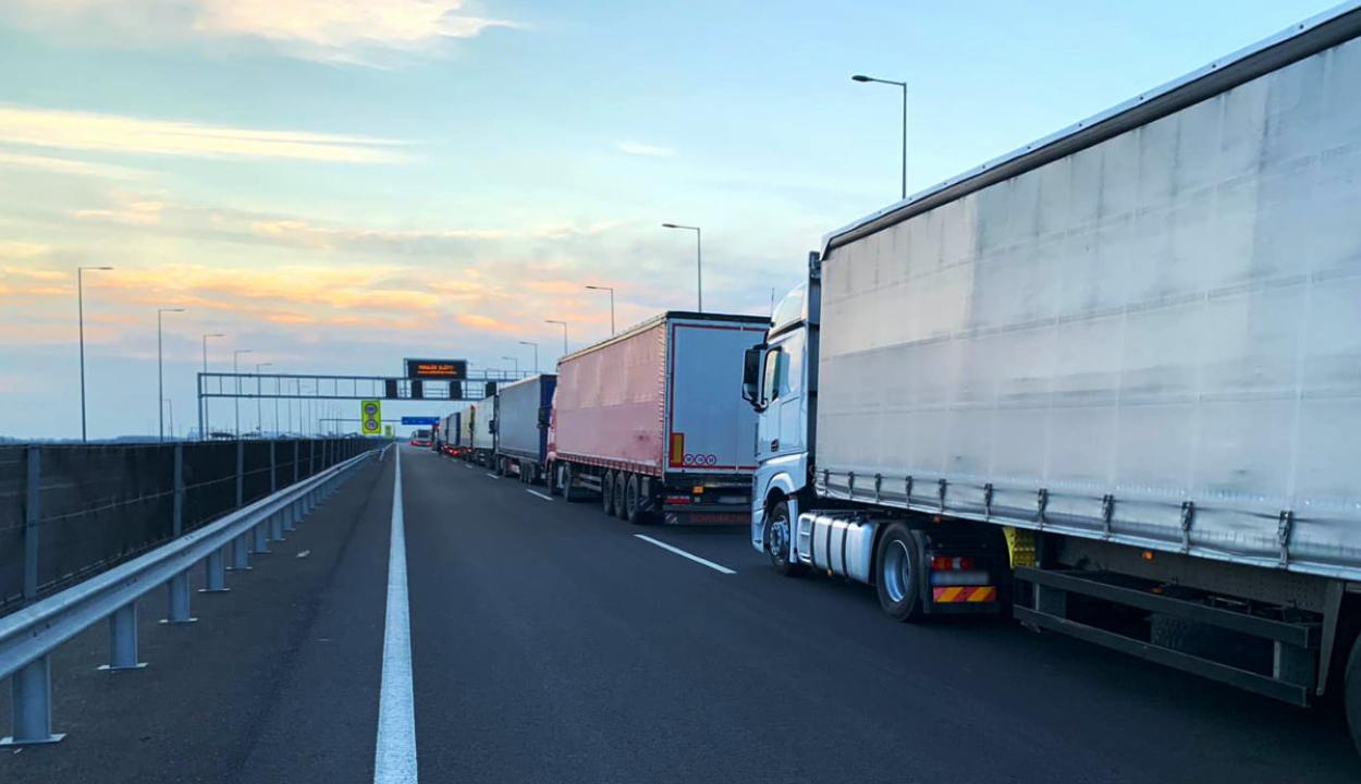 Korlátozzák a 7,5 tonnánál nagyobb tehergépkocsik forgalmát a kánikula miatt