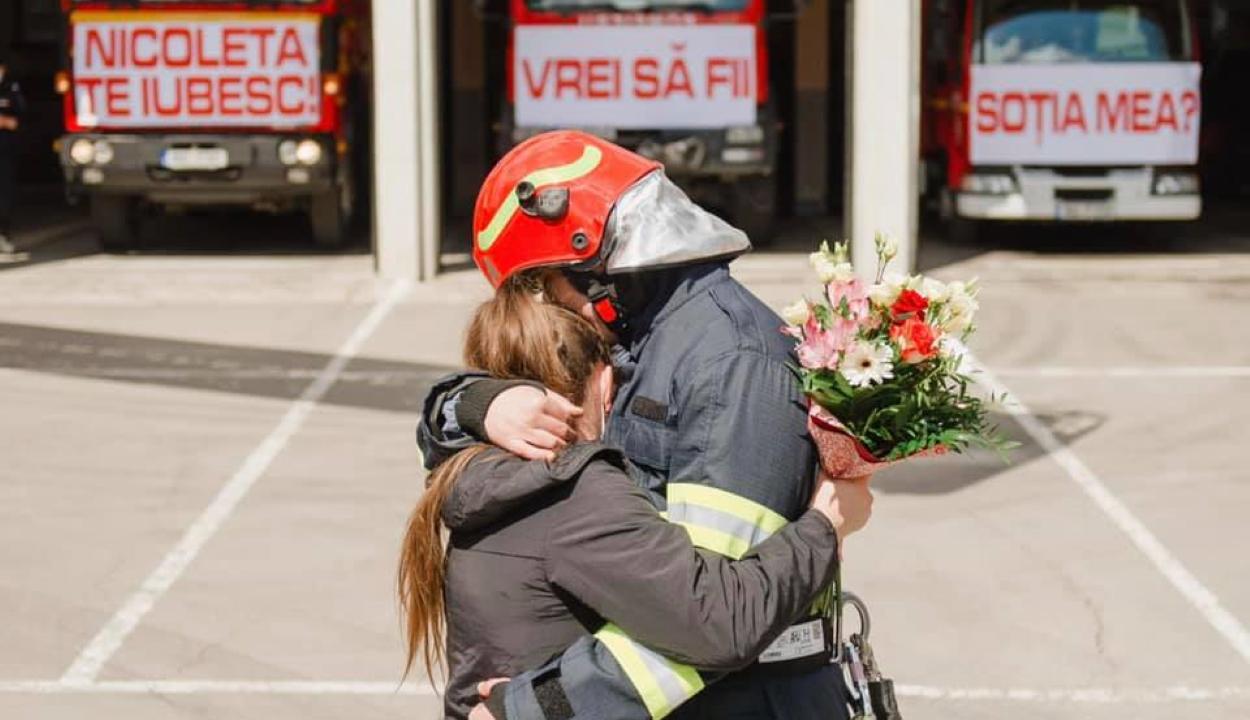 Emlékezetes módon kérte meg szerelme kezét egy sepsiszentgyörgyi tűzoltó