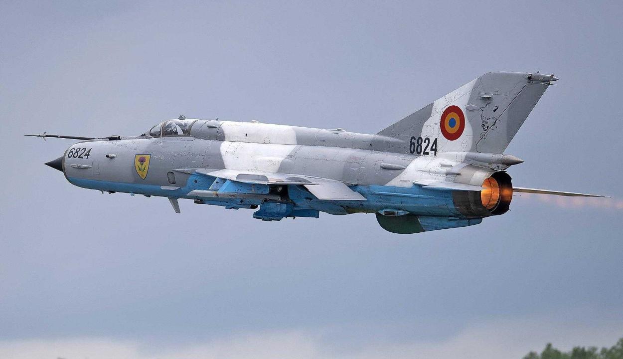 FRISSÍTVE: Lezuhant egy vadászrepülőgép Maros megyében