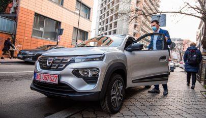 Letesztelte a Dacia elektromos autóját Tánczos Barna