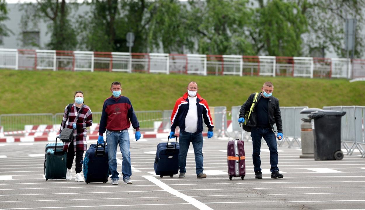 Felmérés: a lakosság húsz százaléka tervezi, hogy külföldön vállaljon munkát