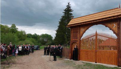 Székelykaput állítottak Bibarcfalván