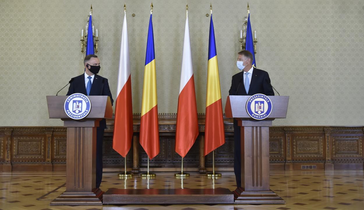 A NATO elrettentő szerepének erősítését szorgalmazta a román és a lengyel államfő