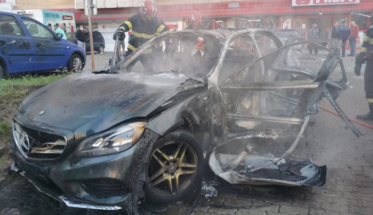 Felrobbant egy autó Aradon, benne egy üzletemberrel