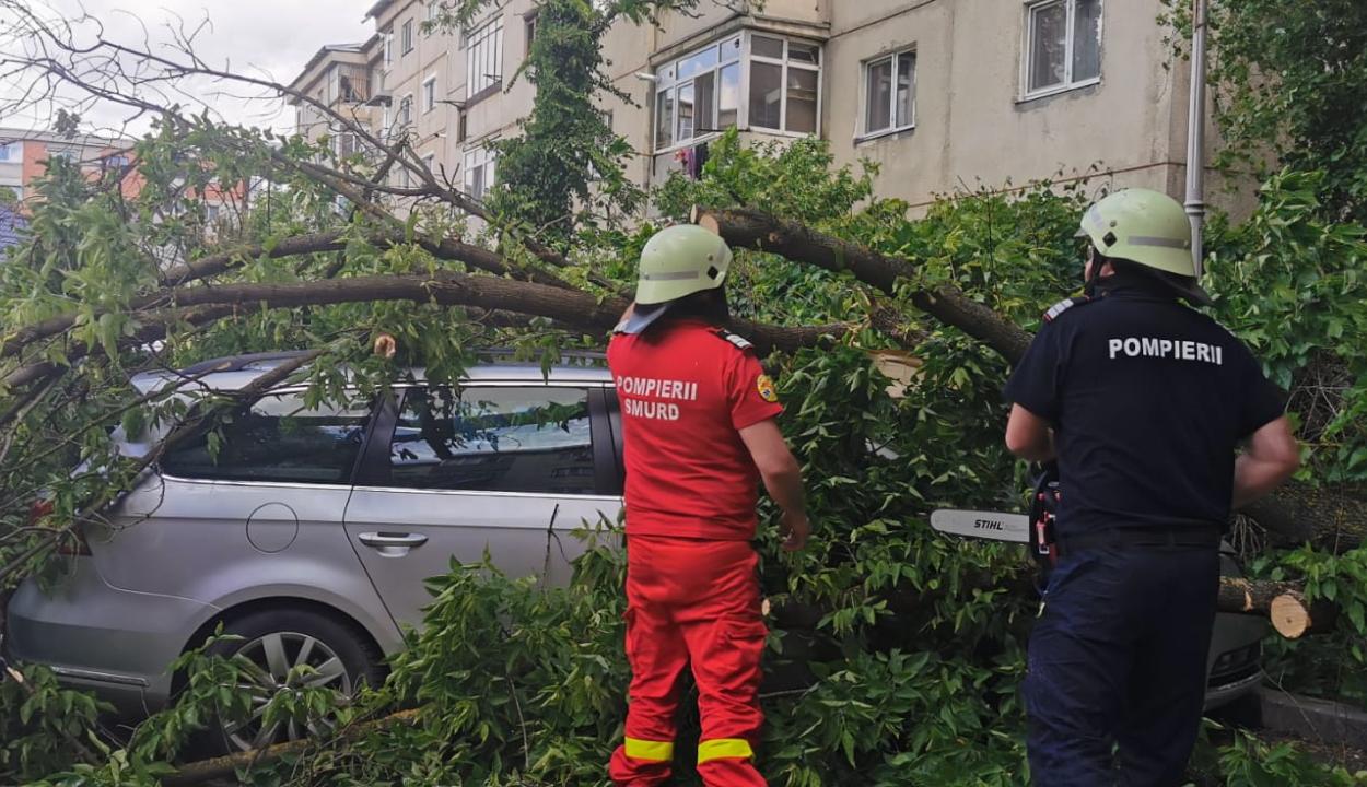 Tizennégy megyében volt szükség a tűzoltók közbelépésére a rossz idő miatt