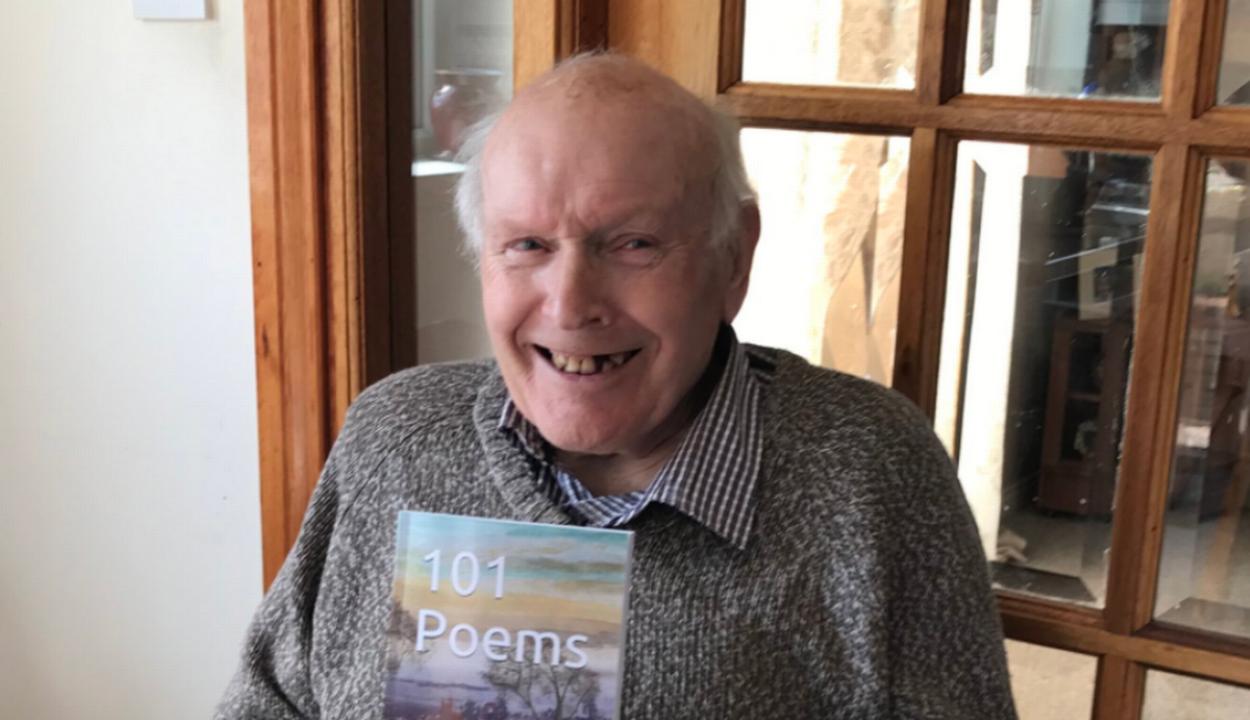 Örömet akart szerezni a nagyapjának, világszerte népszerű költővé tette