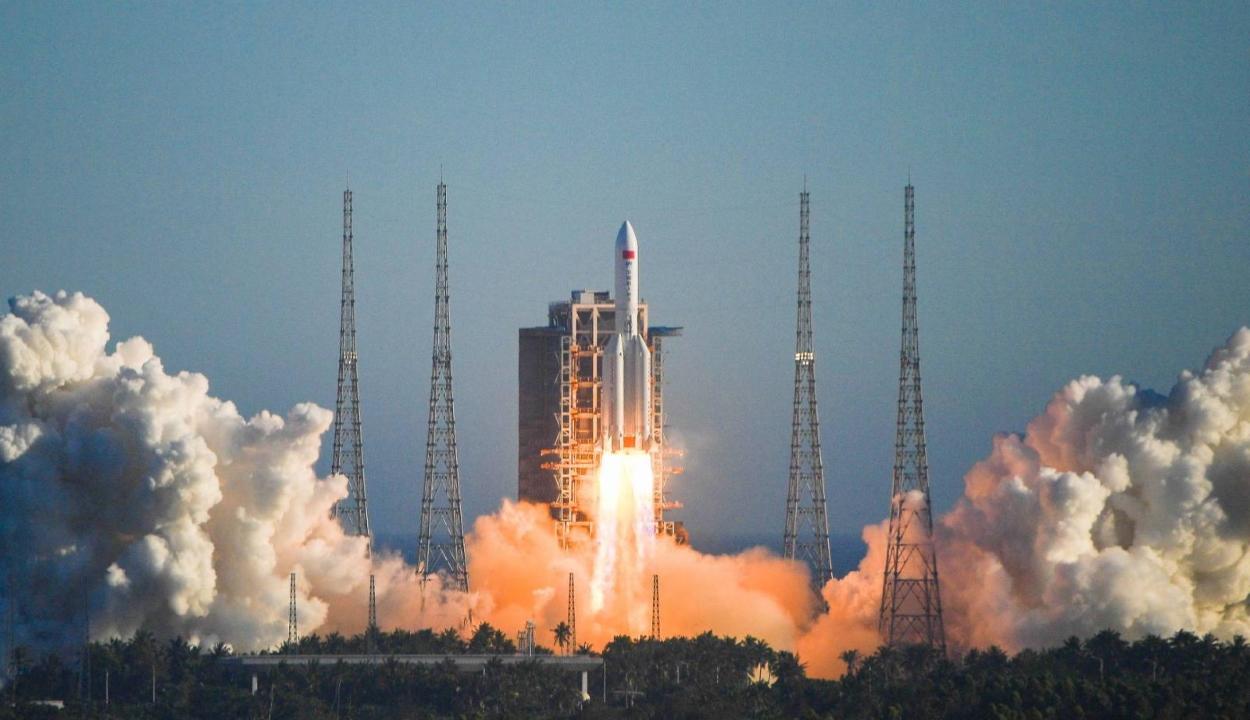 Elszabadult egy kínai rakéta, nem tudni, hová csapódhat be