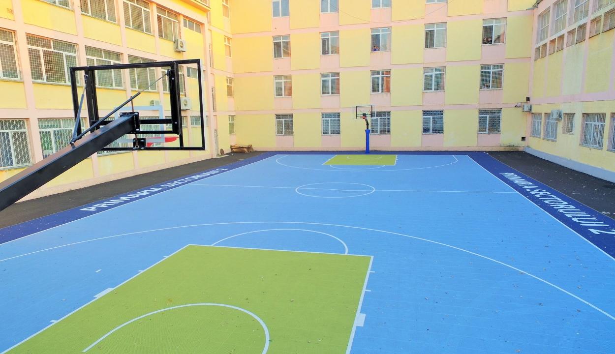 Szenátus: szabadon használhatják a gyerekek az iskolák kültéri sportpályáit