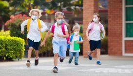 Ez a feltétele a maszkviselési kötelezettség feloldásának az iskolaudvarokon