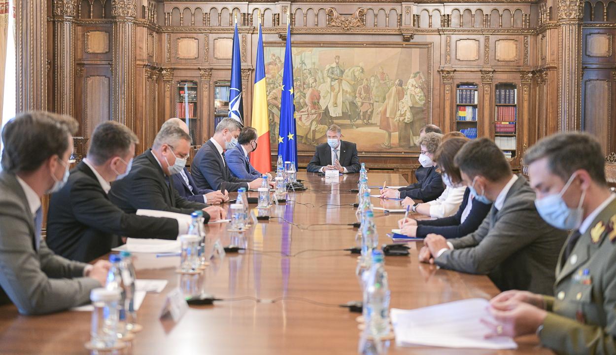 Iohannis: hamis biztonságérzetet kelthet a beoltatlanokban az, hogy csitult a járvány