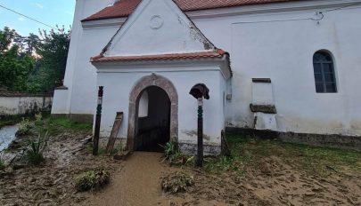 Templomot öntött el a víz