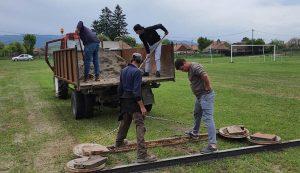 Közmunkából végzik a modernizálást, hétvégenként dolgoznak azok, akiknek fontos a község és a foci