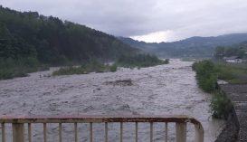 Csaknem félszáz településen okozott károkat a rossz idő, két személyt elsodort az ár