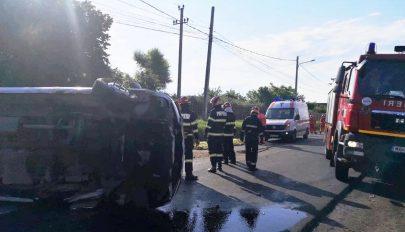 Iskolabusz balesetezett: két felnőtt meghalt, kilenc gyermek kórházba került