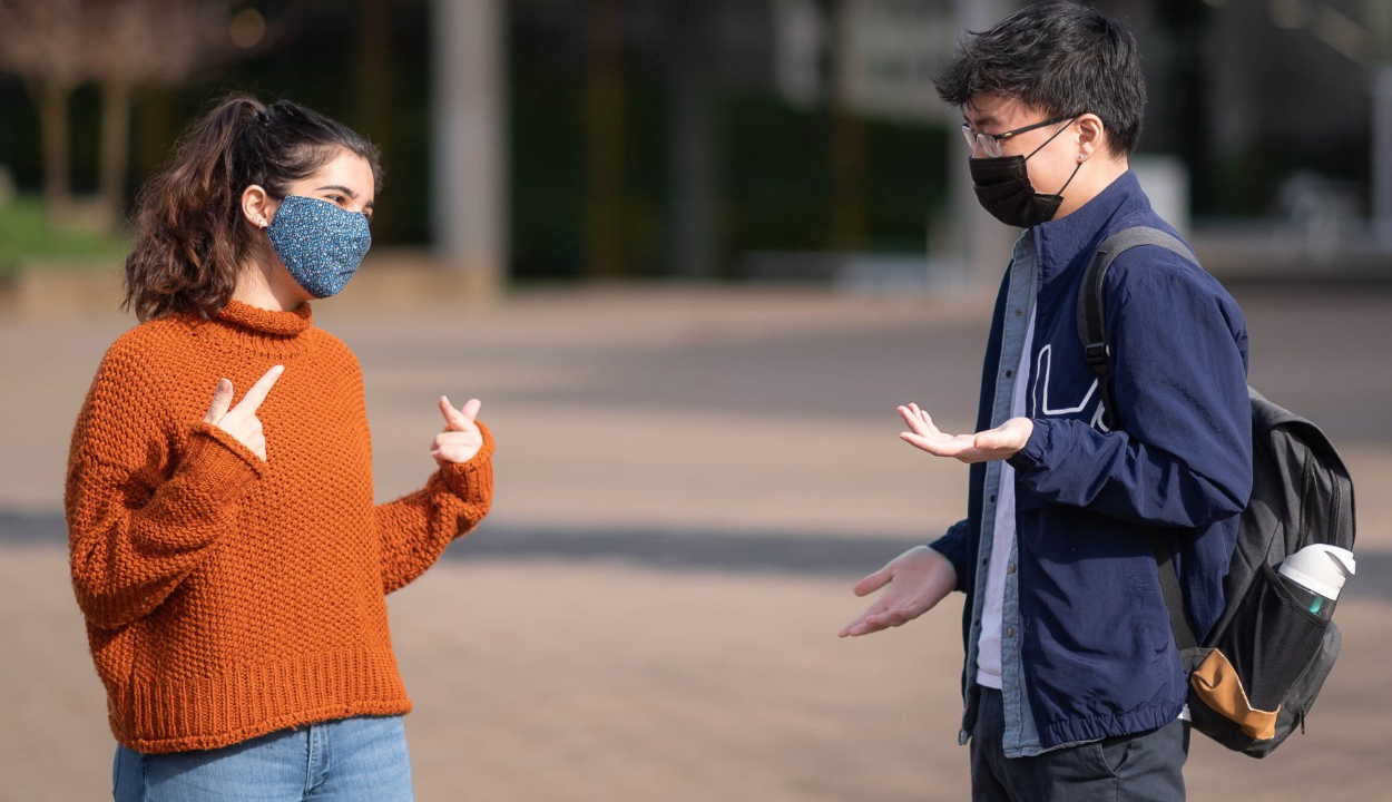 Beszéd közben terjed a legjobban a koronavírus