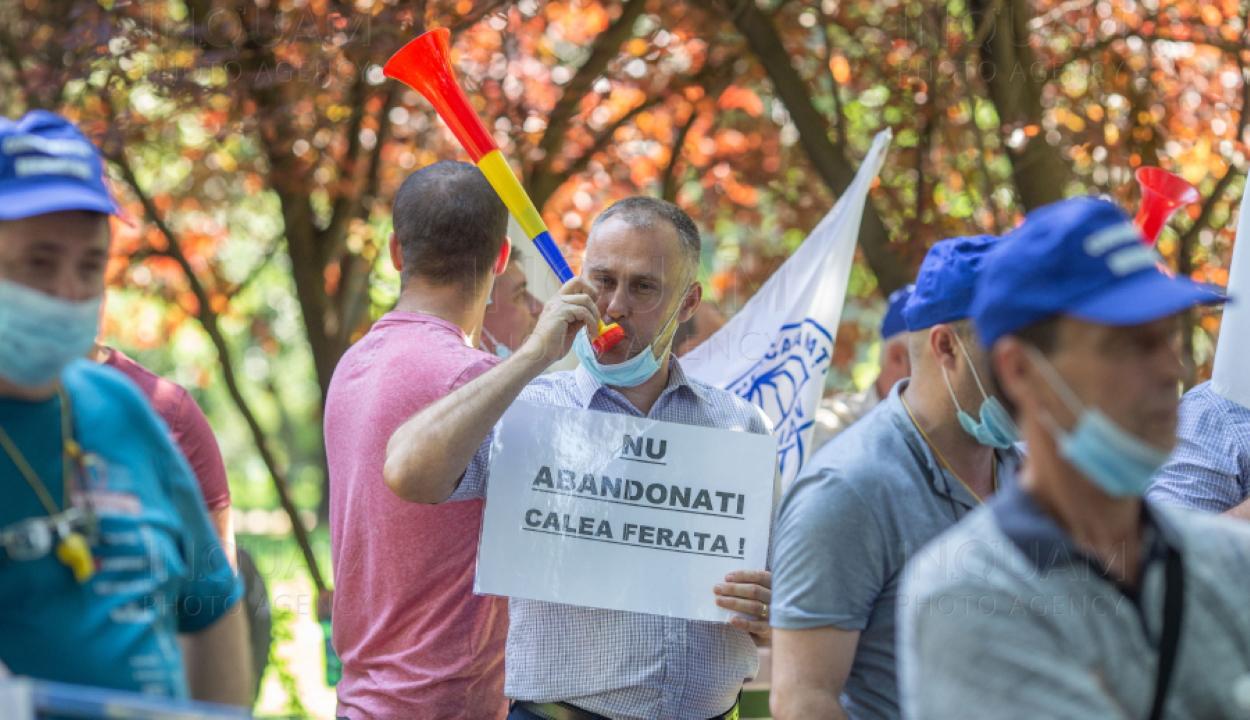 A CFR többtucatnyi alkalmazottja tüntetett kedden a szállítási minisztérium előtt