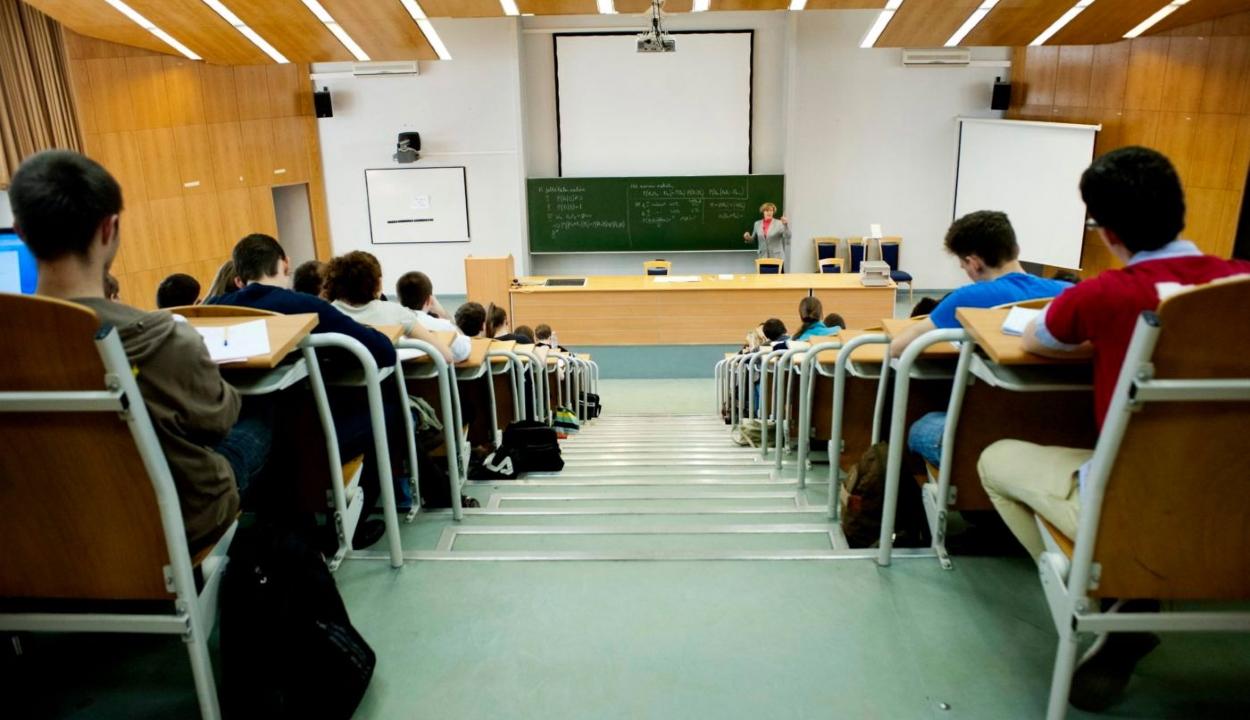 Az egyetemi karok 12,2 százalékán teljes egészében online zajlik az elsőévesek oktatása