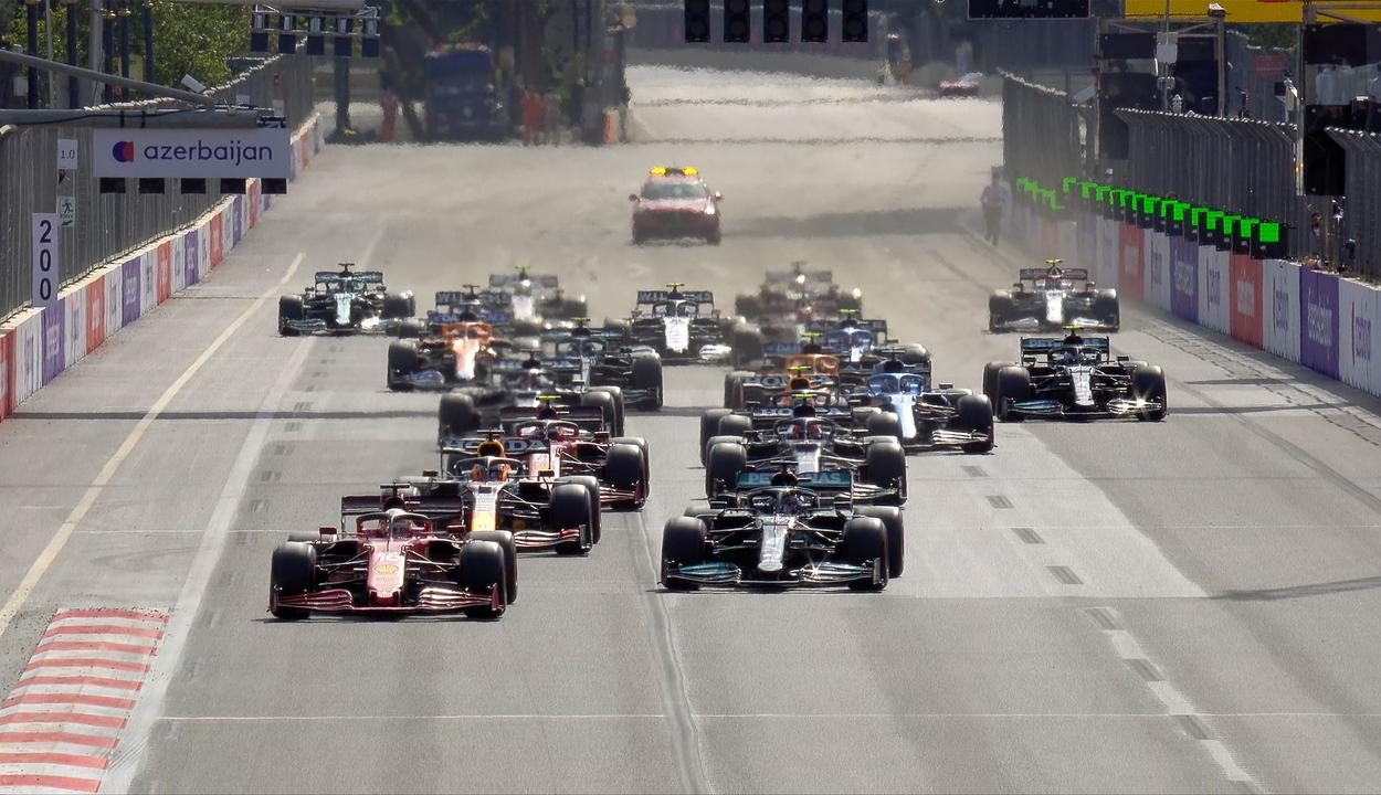 Forma-1: Pérez győzött, Verstappen és Hamilton pont nélkül maradt az Azeri-nagydíjon