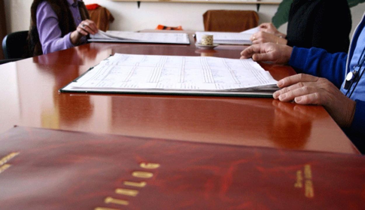 Az oktatási intézmény vezetőtanácsa nevezi ki az ideiglenes iskolaigazgatókat