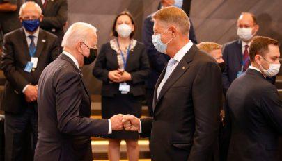 Klaus Iohannis meghívta Romániába Joe Bident
