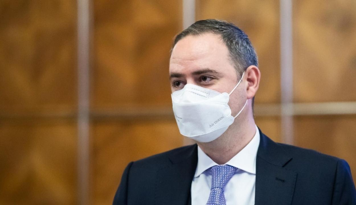 Meneszti a kormányfő Alexandru Nazare pénzügyminisztert