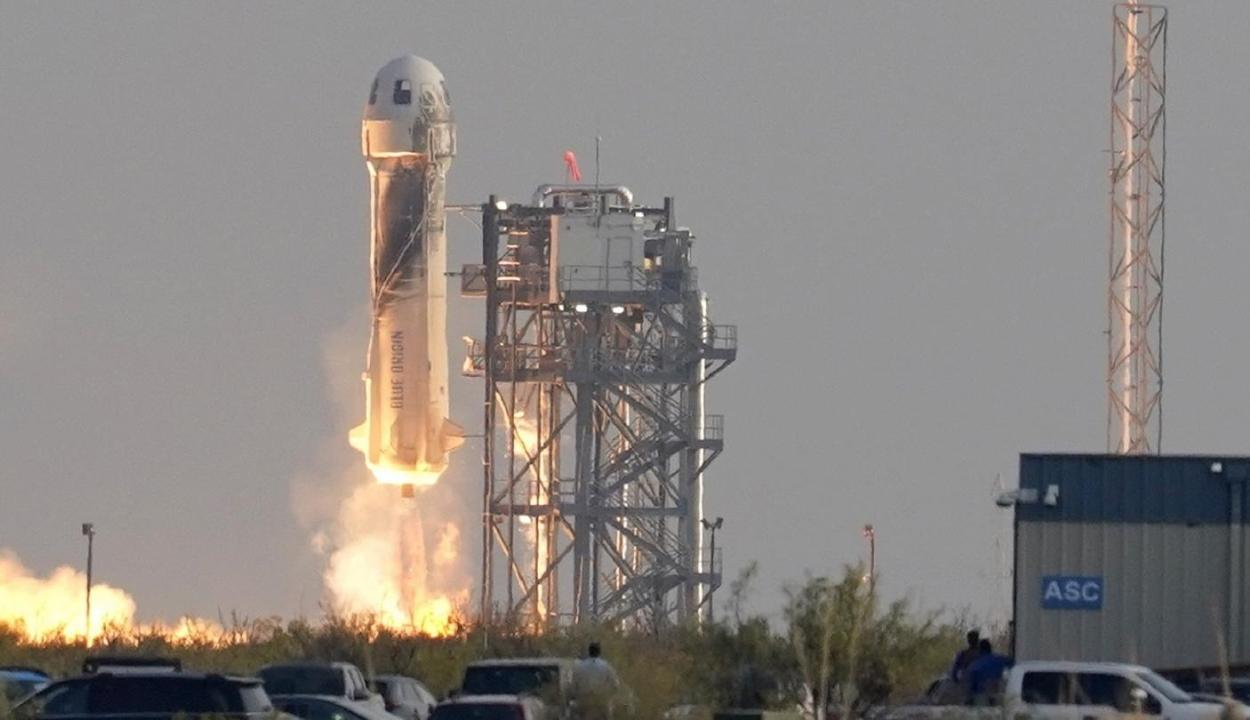 Az űrbe repült a világ leggazdagabb embere, Jeff Bezos
