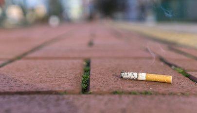 Évi 4,5 billió cigarettacsikket dobnak el