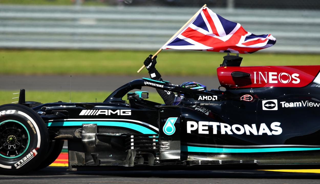 Forma-1: Hamilton nyerte a Brit Nagydíjat, Verstappen versenye fél körig tartott