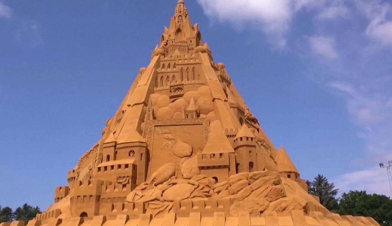 A világ legnagyobb homokvárát építették meg Dániában