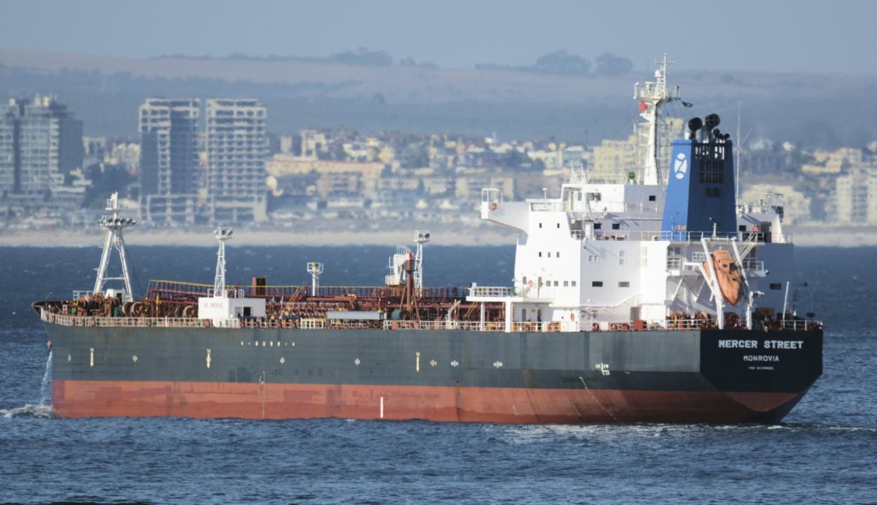 Kalóztámadás ért egy tankhajót Omán partjainál, egy román állampolgár meghalt