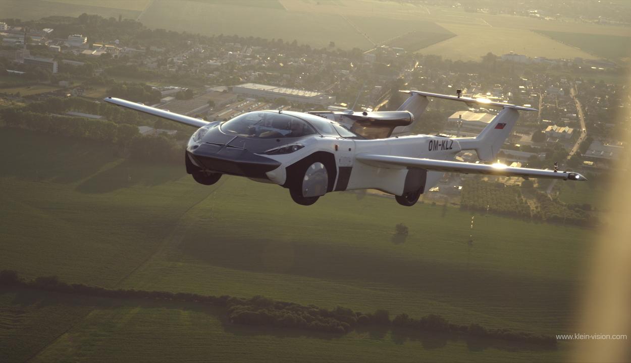 Százhetvennel hasított a levegőben a szlovák fejlesztésű repülő autó